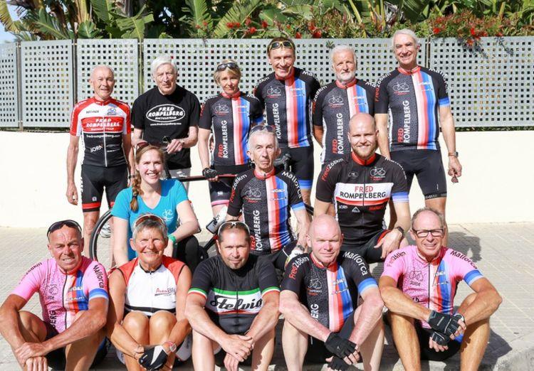 Picture 10: Fred Rompelberg 268 km: Dries van Agt, Gerd Leers, Gerard van Velde and Jan and Fons van Katwijk as guests with us on Mallorca.