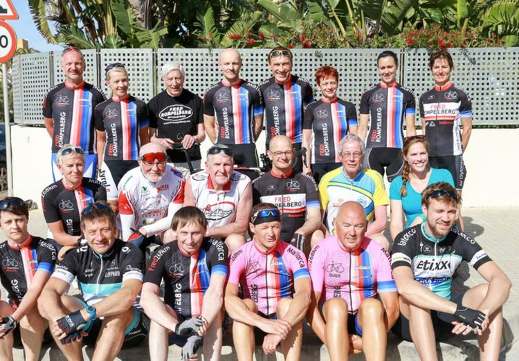 Picture 13: Fred Rompelberg 268 km: Dries van Agt, Gerd Leers, Gerard van Velde and Jan and Fons van Katwijk as guests with us on Mallorca.