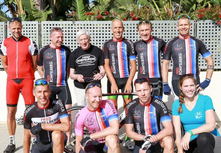 Picture 15: Fred Rompelberg 268 km: Dries van Agt, Gerd Leers, Gerard van Velde and Jan and Fons van Katwijk as guests with us on Mallorca.