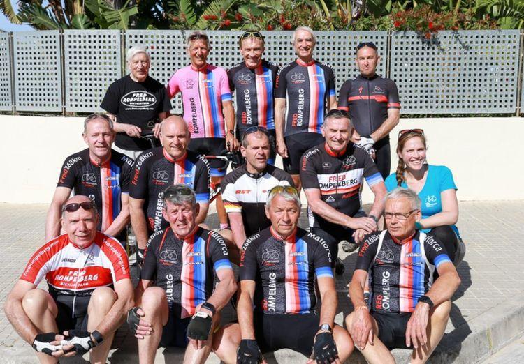 Picture 18: Fred Rompelberg 268 km: Dries van Agt, Gerd Leers, Gerard van Velde and Jan and Fons van Katwijk as guests with us on Mallorca.