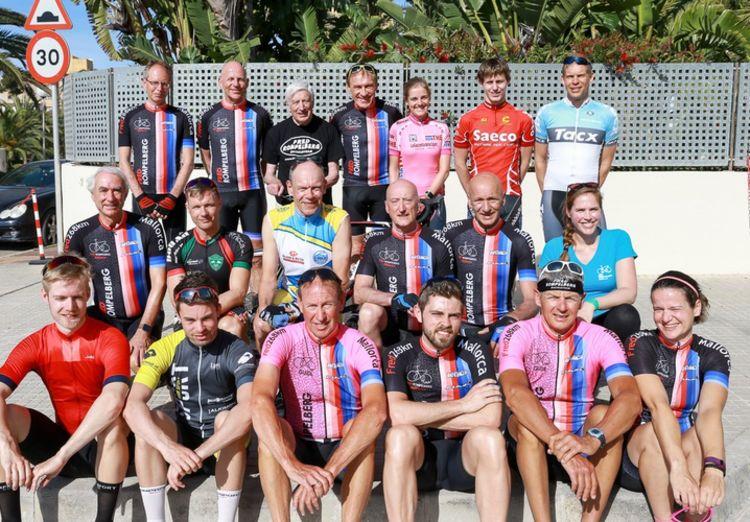Picture 20: Fred Rompelberg 268 km: Dries van Agt, Gerd Leers, Gerard van Velde and Jan and Fons van Katwijk as guests with us on Mallorca.