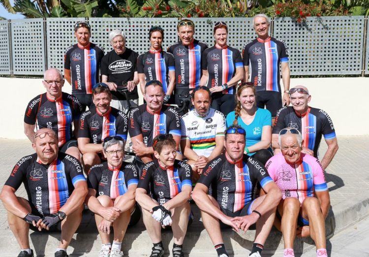Picture 9: Fred Rompelberg 268 km: Dries van Agt, Gerd Leers, Gerard van Velde and Jan and Fons van Katwijk as guests with us on Mallorca.