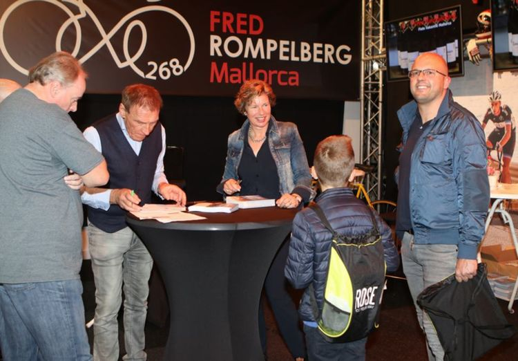 Picture 2: Fred Rompelberg 268 km: Cycling Exhibition in MECC in Maastricht, the Netherlands is a success!