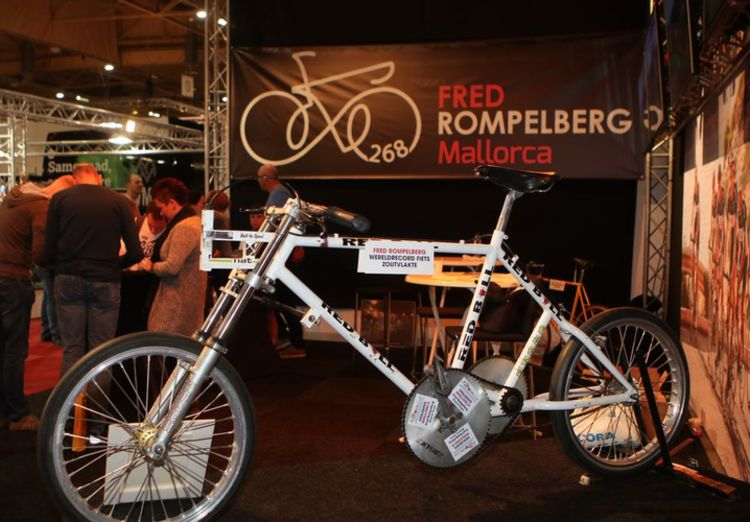 Picture 4: Fred Rompelberg 268 km: Cycling Exhibition in MECC in Maastricht, the Netherlands is a success!